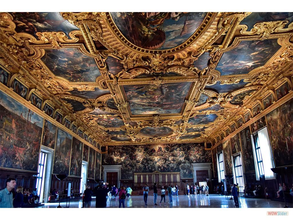 Sale du Palis de 50 m x 25, la plus grande salle d'europe